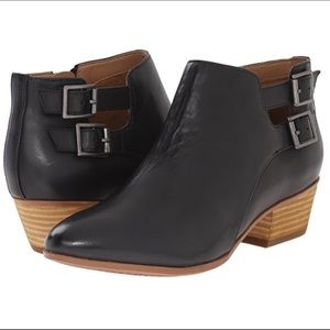 Clarks Spye Astro black leather booties